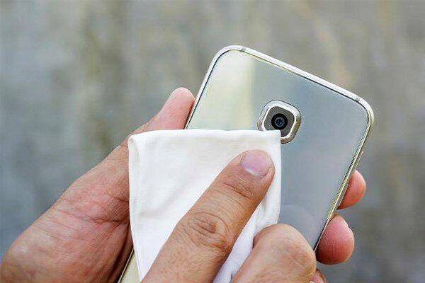 روش های تمیز کردن گوشی موبایل و تبلت